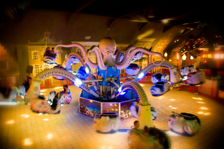 Octupus_attractie_in_beweging_Indoor-Kermis_Preston _Palace