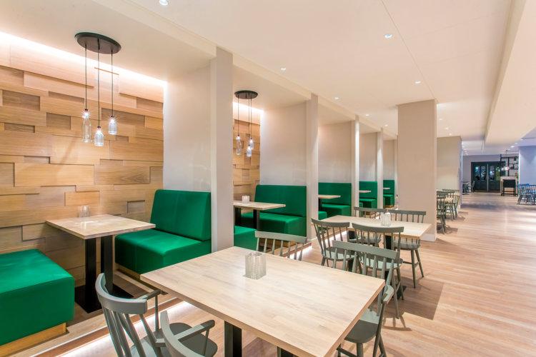 Mooie_zitjes_nieuw_hotelrestaurant_Preston_Palace