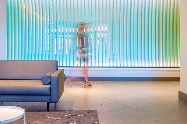 Preston-Palace-Lobby-kleurenmuur