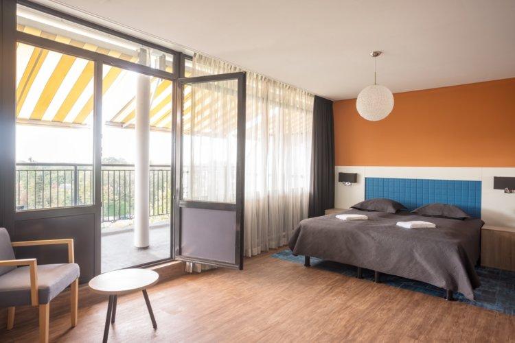 WEB-Balkon-Hotelkamer-4e-etage-bed
