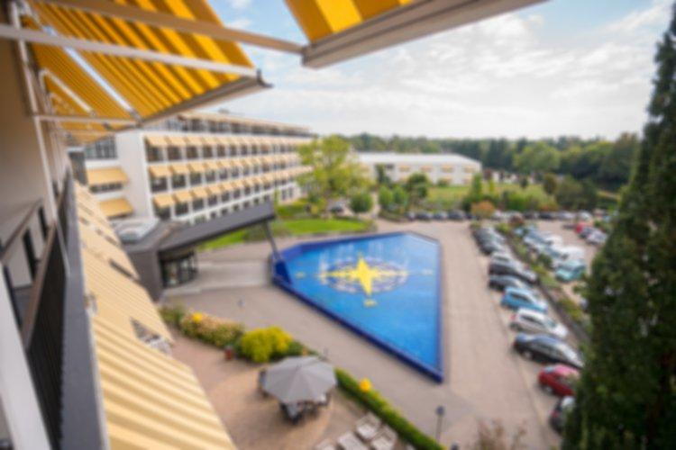 WEB-Balkon-Hotelkamer-3e-etage-uitzicht-blur