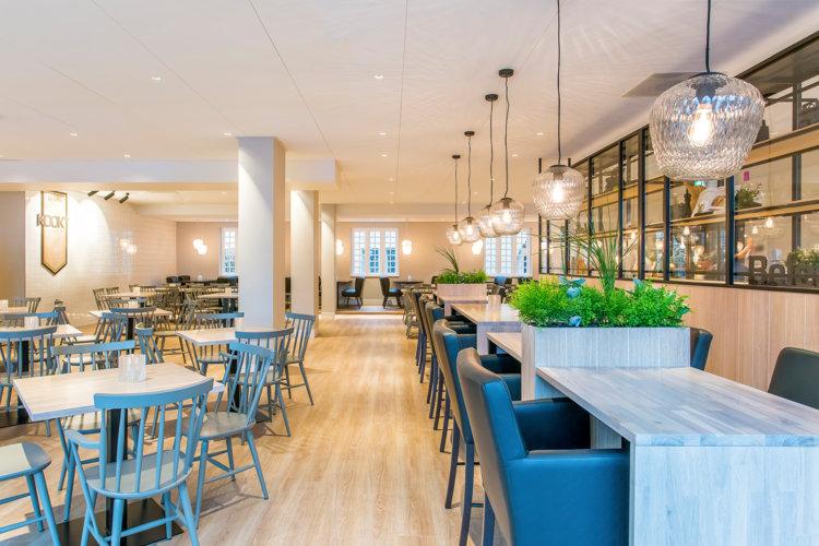 Verhoogde_zitjes_nieuw_hotelrestaurant_Preston_Palace
