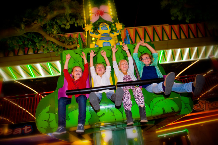 Kinderen_in_attracties_Jumping_Star_Indoor-Kermis_Preston_Palace