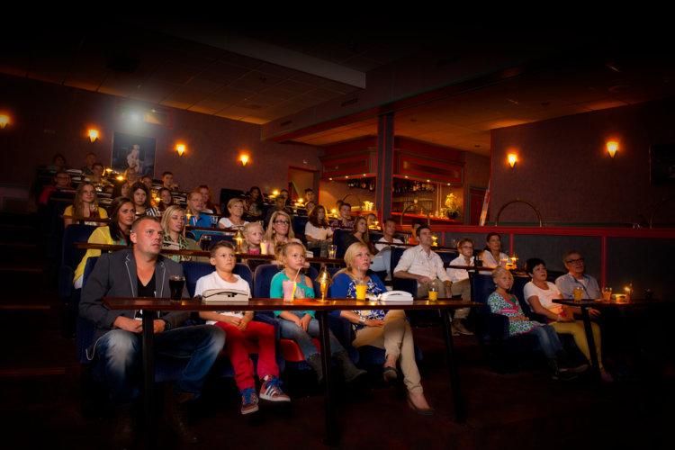 Bezoekers_bioscoop_Preston_Palace_all-inclusive