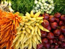 червени тиквчки, моркови  и зелен магданоз