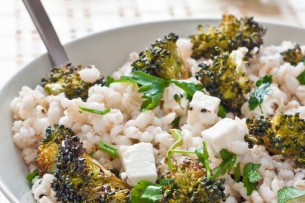 Комбинирайте витамини и въглехидрати в пълнозърнести храни и зеленчукови салати