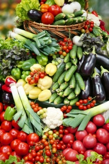 Много плодове и зеленчуци един върху друг