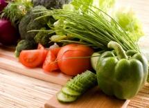 зелен пипер, червен домат и крастачика