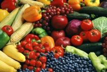 разнообразни плодове и зеленчуци на куп