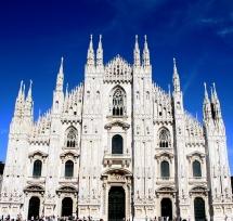 Катедралата в центъра на град Милано