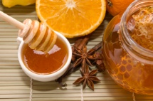 Мед в бурканче и половин резен портокал