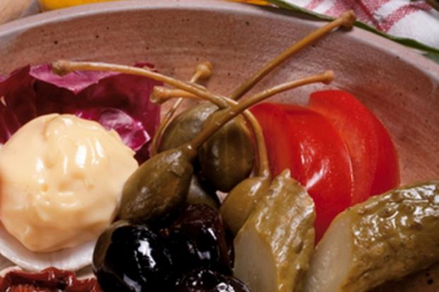 Готвене и приготвяне на салати с корнишони