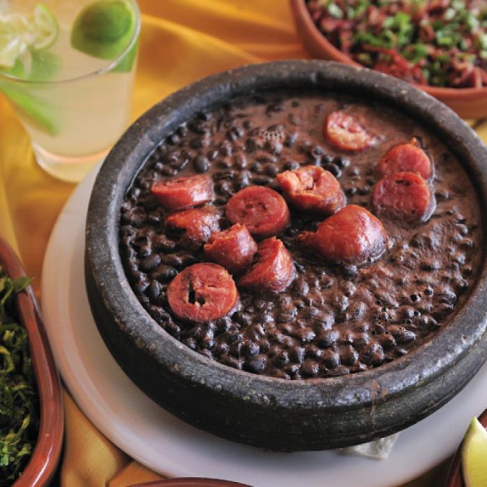 Фейжоада – ястие от червен боб с парчета свинско месо