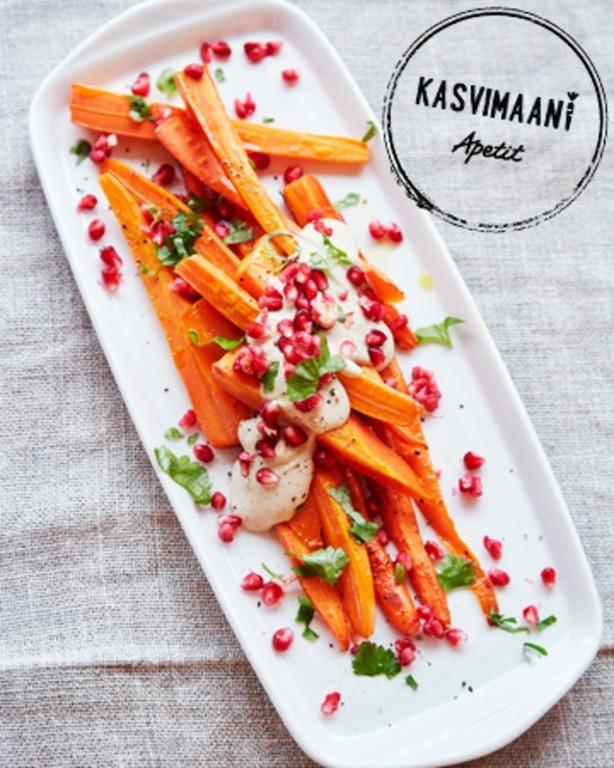 Uunipaahdetut porkkanat ja tahini-jogurttidippi