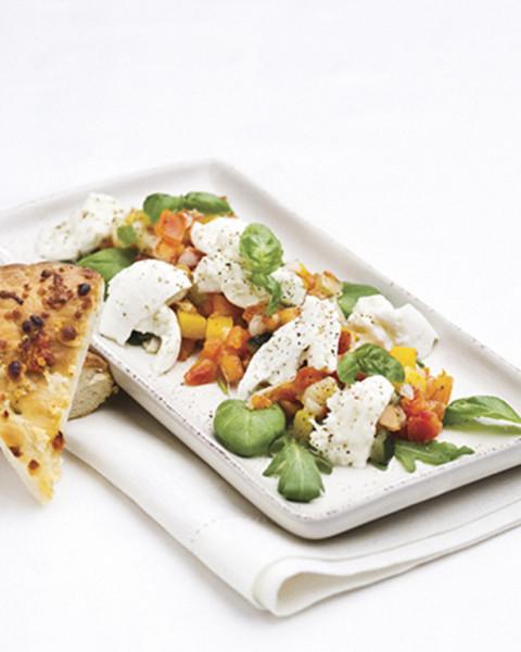 Lämmin mozzarellasalaatti