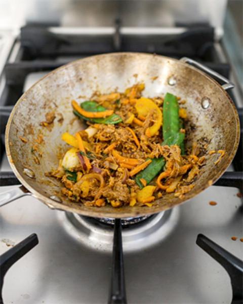 Satay-wok tonnikalalla