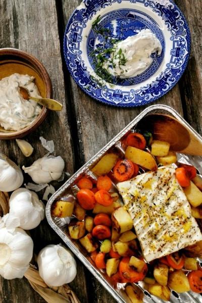 Grillattua fetajuustoa, grillikasviksia ja minttutsatsiki