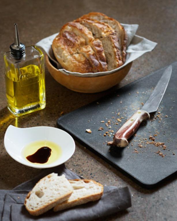 Rypsiöljy-balsamico-dippi leivälle