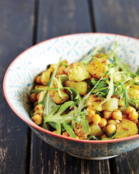 Kukkakaali-kikhernesalaatti curryvinaigretella