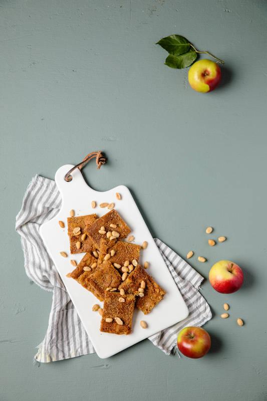 Omena-pähkinävoi blondie