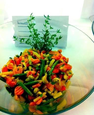 Marinoitu salaatti Aurinkokasviksista