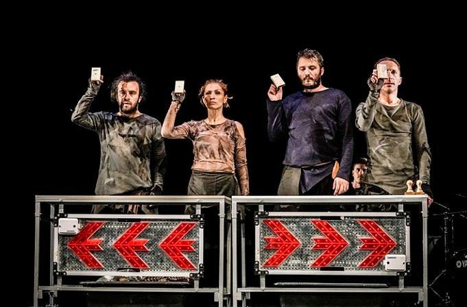 Une pièce pour quatre acteurs