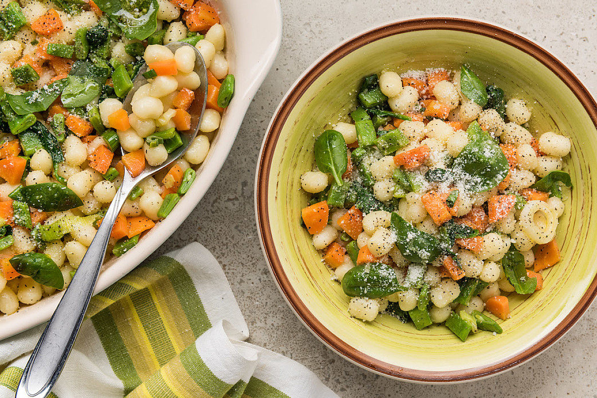 Gnocchetti con verdure primaverili e pecorino