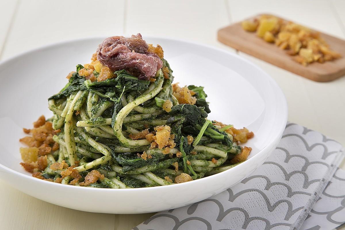 Spaghetti con cime di rapa e alici