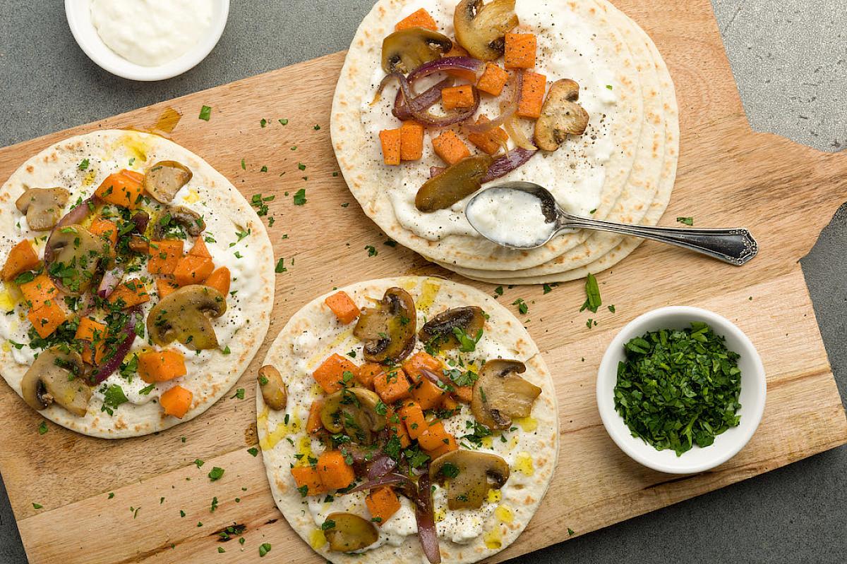 Mini piadine con funghi, patata dolce e squacquerone
