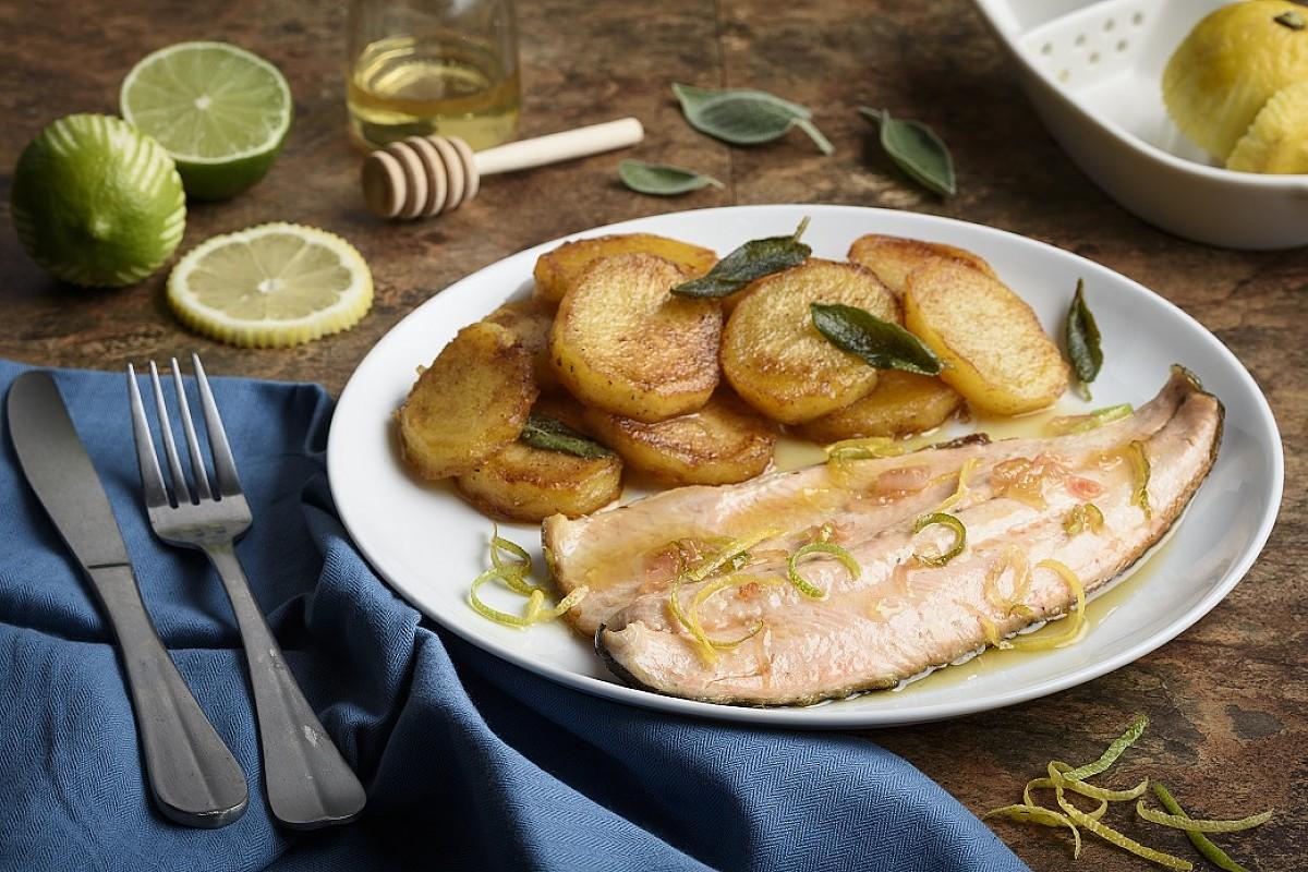 Trota salmonata agli agrumi con patate in padella