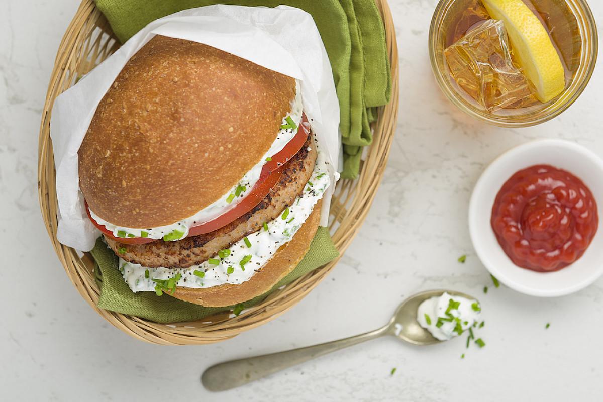 Hamburger di pollo bio con robiola all'erba cipollina