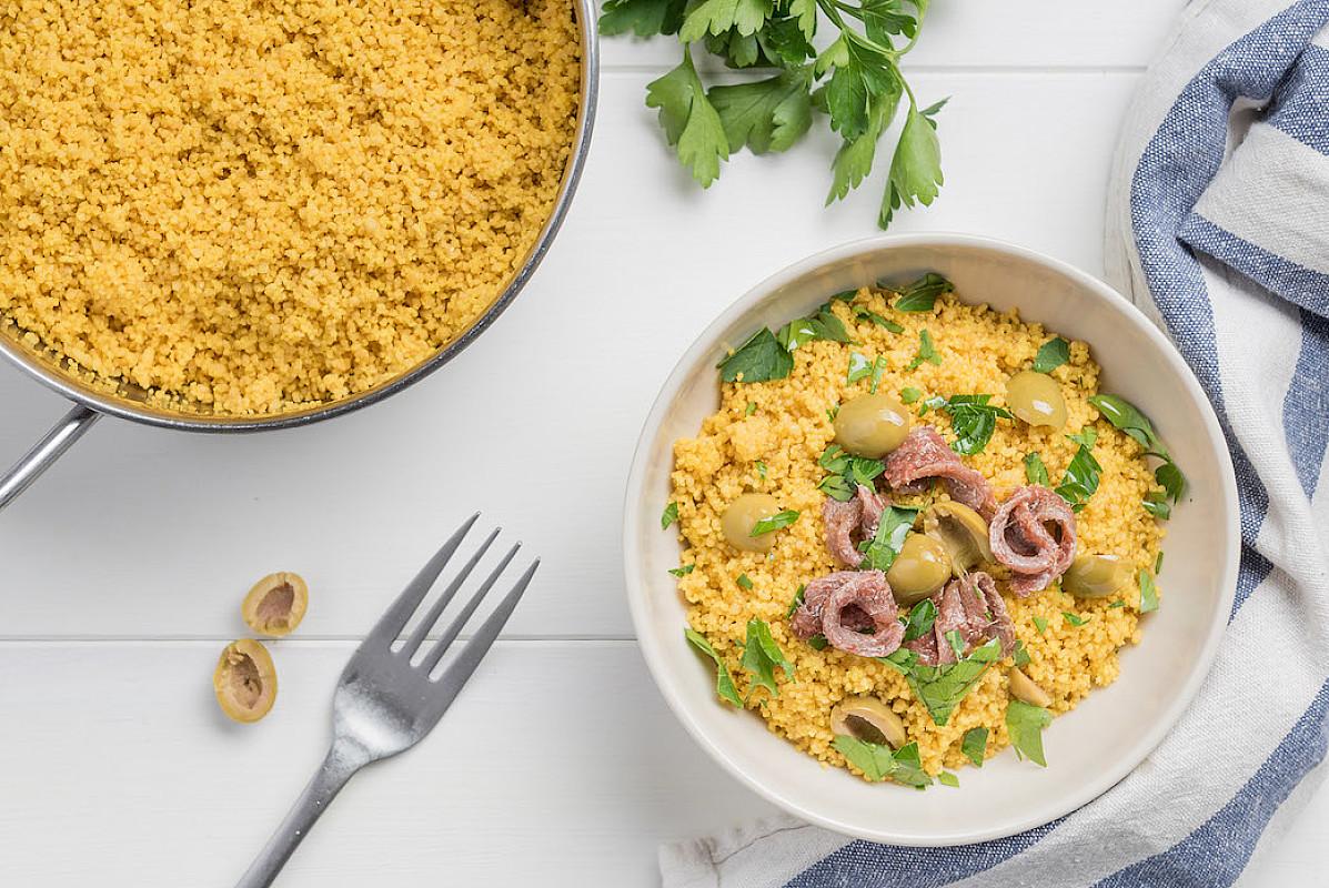 Cous cous allo zafferano di Montefeltro con olive, acciughe e prezzemolo