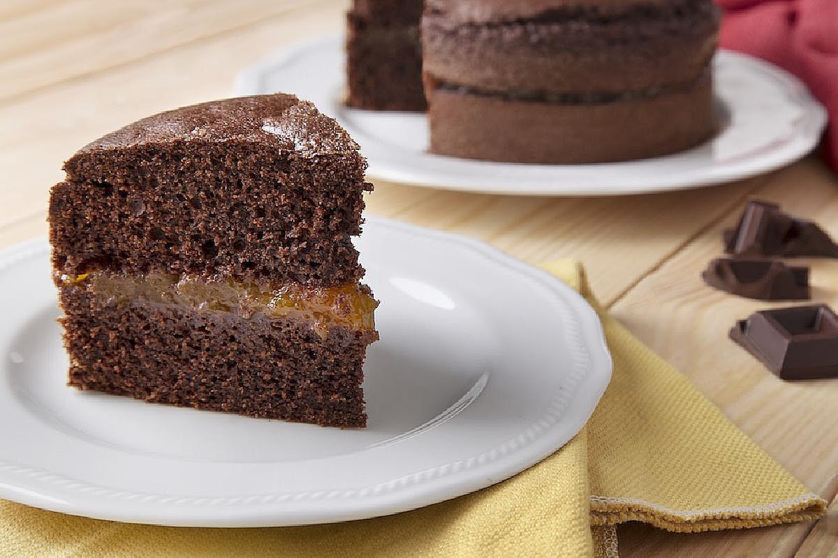 Torta al cioccolato con confettura di albicocche