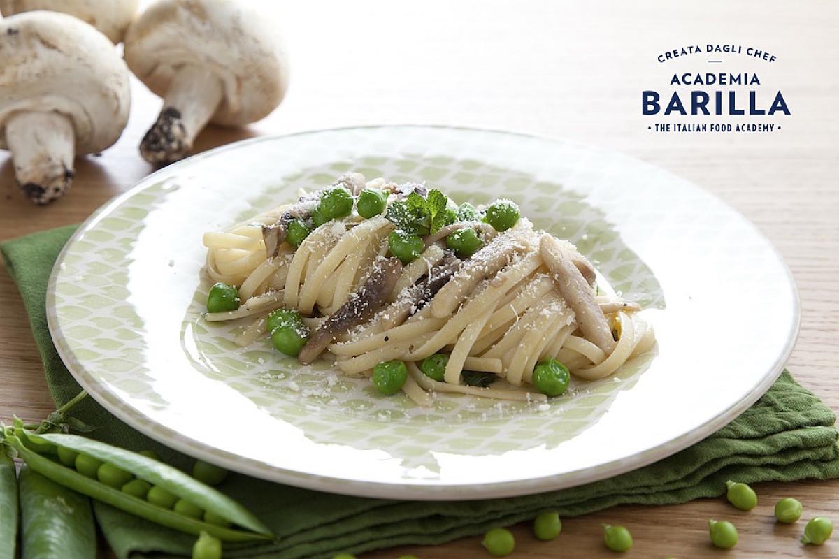 Linguine con champignon, piselli freschi e menta