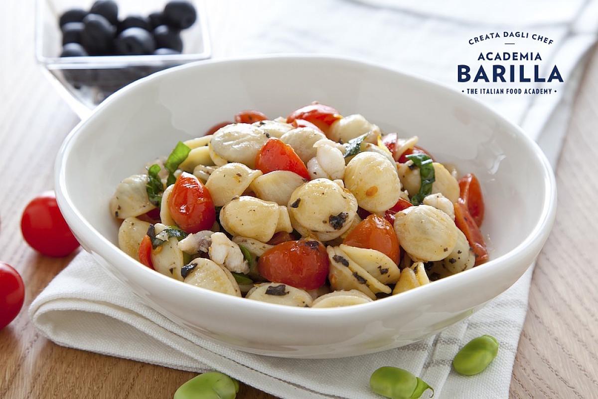 Orecchiette con coda di rospo, fave e olive nere