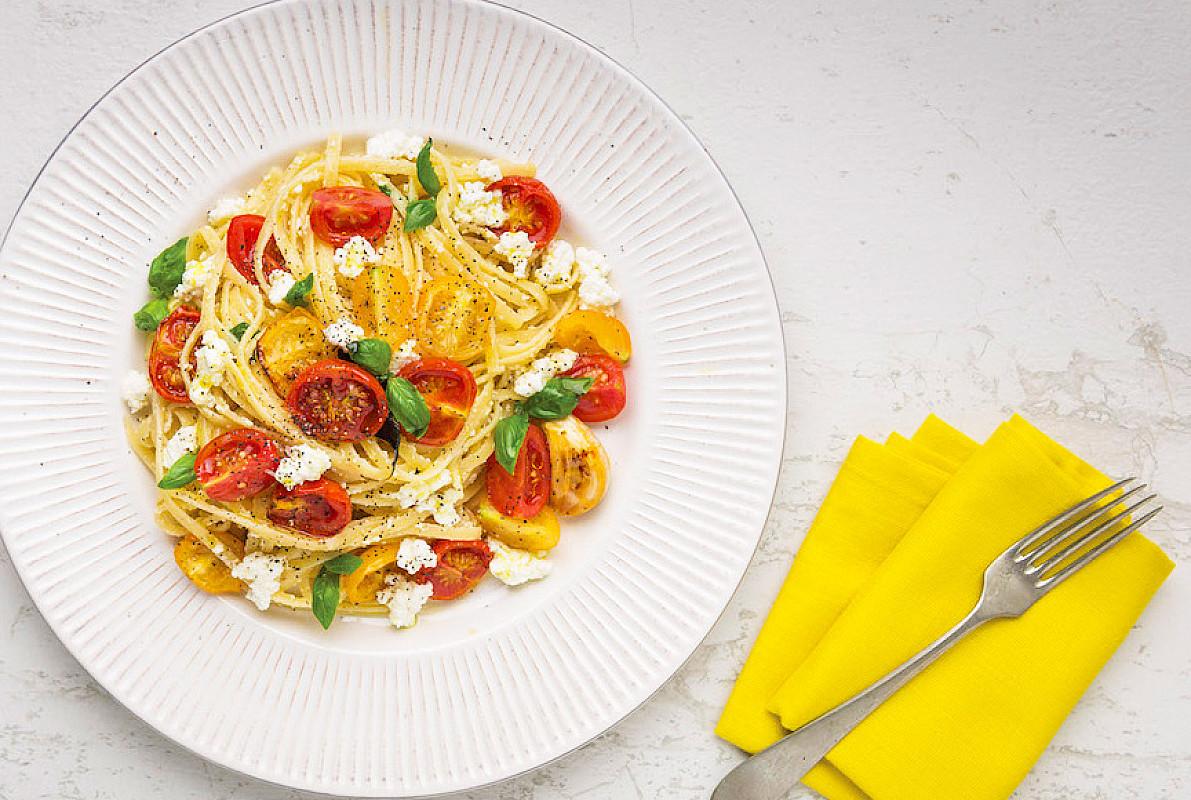 Linguine con pomodori al forno, pomodori freschi e ricotta