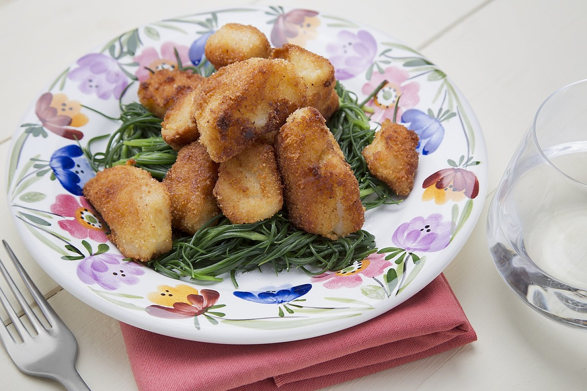 Bocconcini di merluzzo fritto con agretti e limone