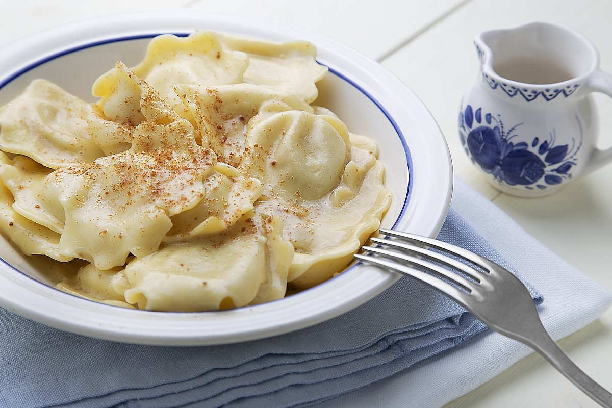 Ravioli al formaggio con burro e bottarga