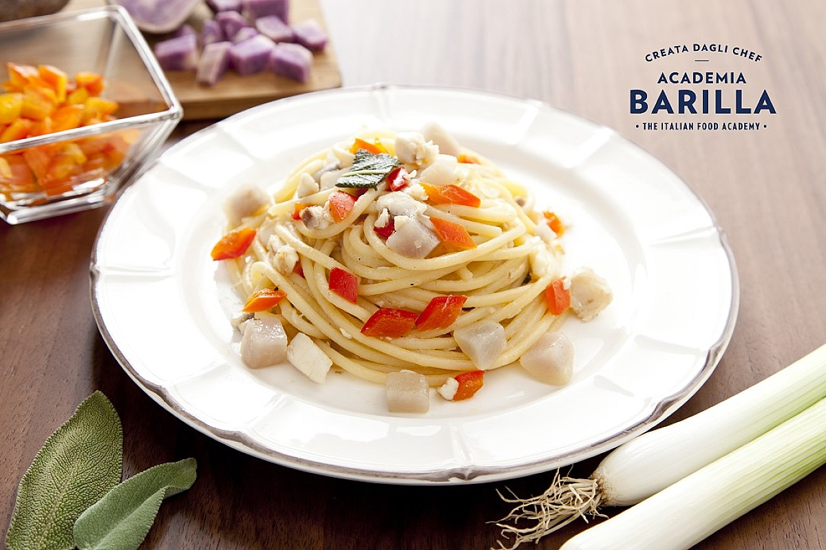 Spaghetti con branzino e patate viola