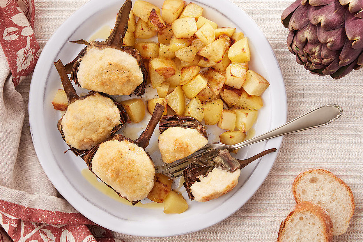 Carciofi romani ripieni di ricotta con patate al forno
