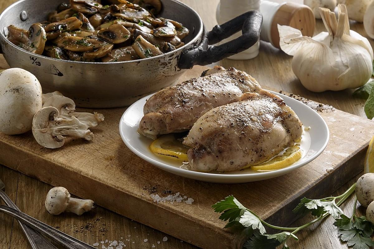 Sovracosce di pollo bio al cartoccio con champignon trifolati