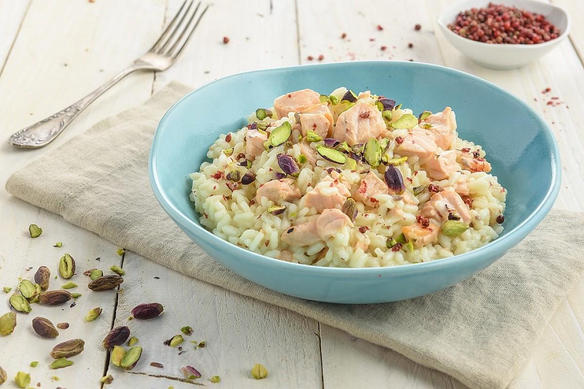 Risotto al salmone, pepe rosa e pistacchi