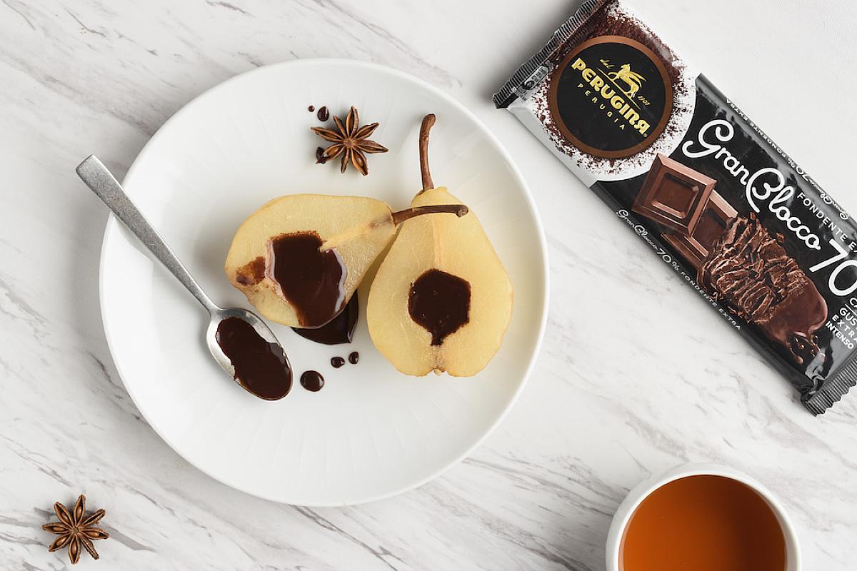 Pere al tè rosso speziato con salsa al cioccolato GranBlocco Perugina