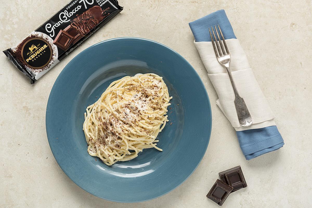 Spaghetti cacio, pepe e cioccolato Perugina® GranBlocco Fondente Extra 70%