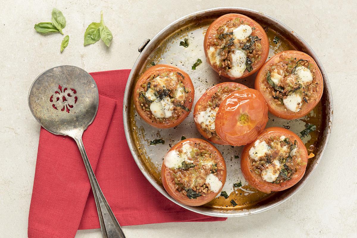 Pomodori ripieni di legumotti e caciottina
