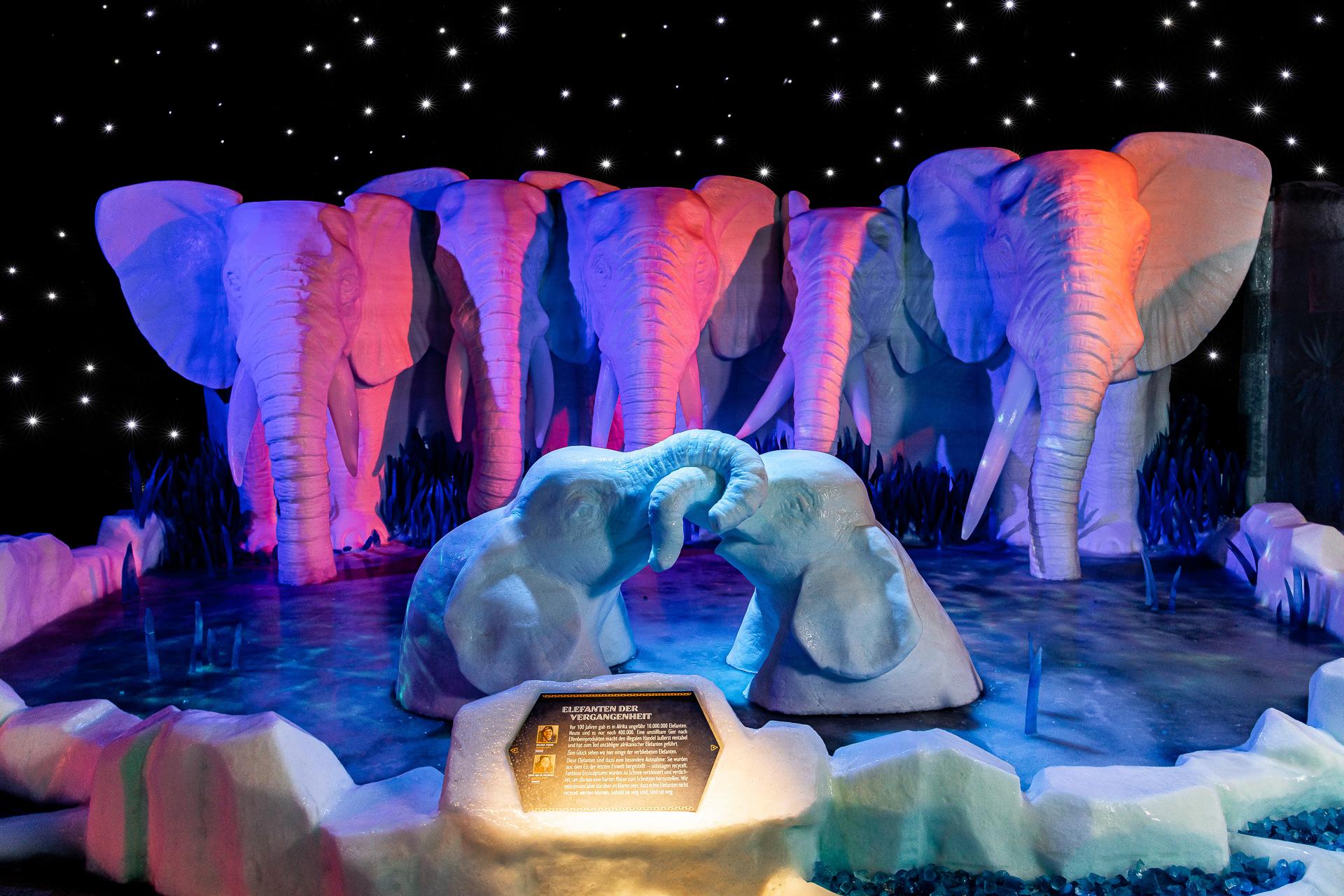 Tierische Skulpturen in der 17. Eiswelt Rövershagen