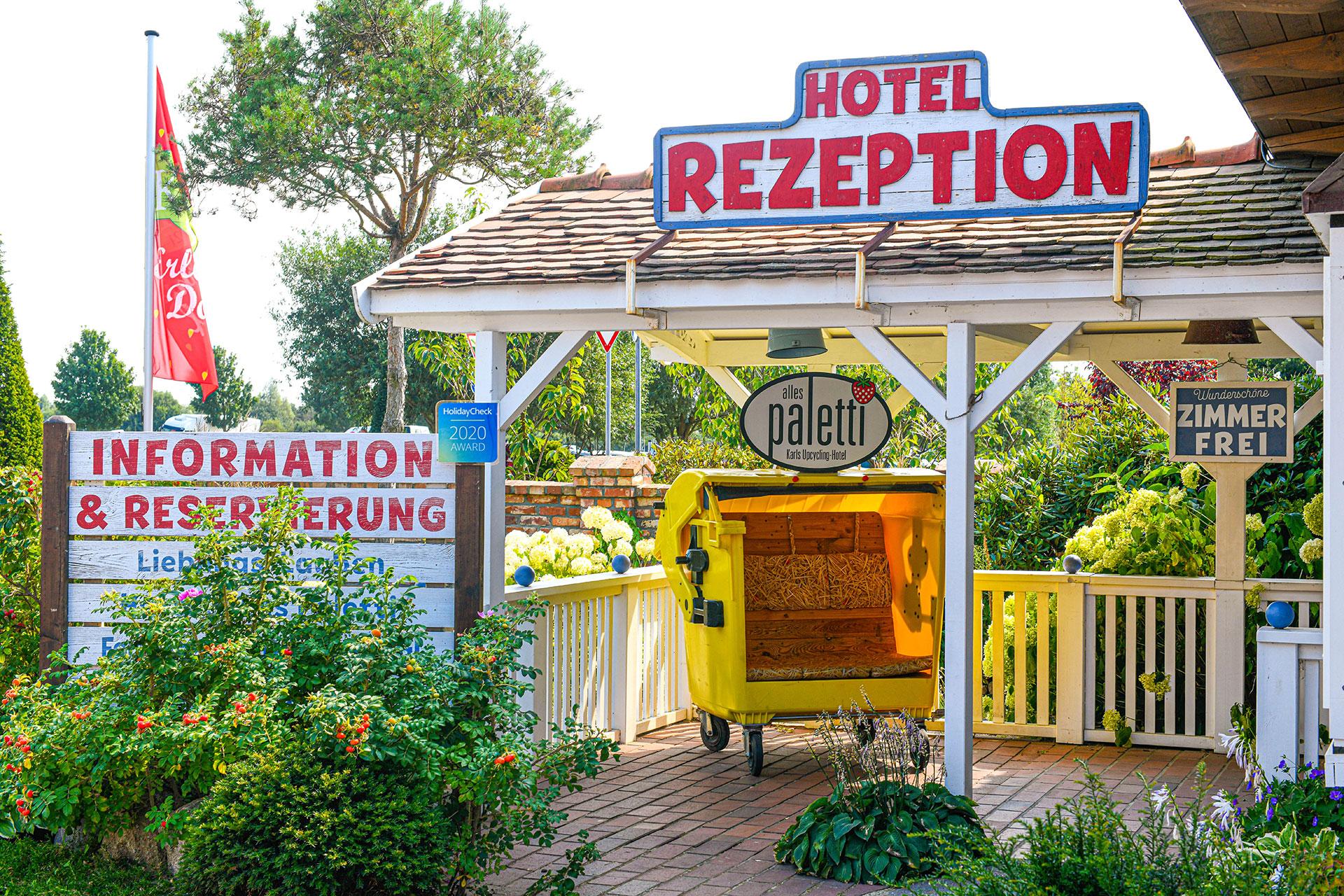 Rezeption Hotel Alles Paletti