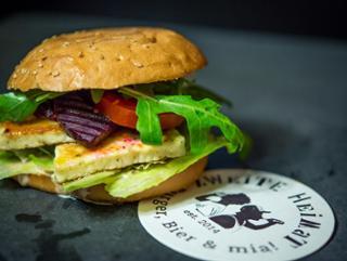 Ziegen-Burger (vegetarisch) Veggie-Burger  von Burgerhaus Zweite Heimat in Passau