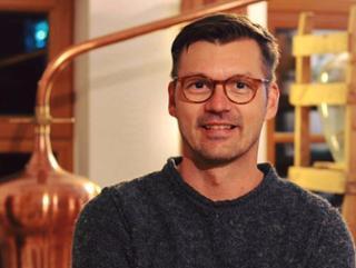 Manuel Engel Naturbrennerei - Erleben wie die Natur wirklich schmeckt in Schönau
