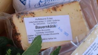 Bauernkäse Kuhmilchkäse Gewürzkäse Kräuterkäse  von Hofkäserei Ecker in Grafenau